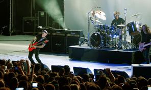 Joe Satriani éblouit